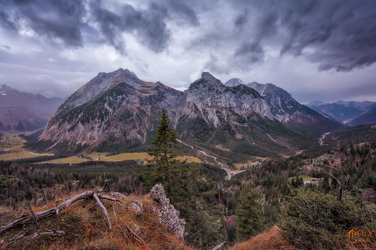 Falkengruppe im Karwendel im Schlechtwetter.