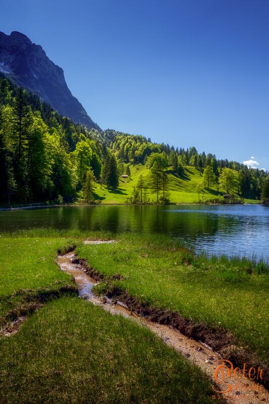 Ferchensee zwischen Mittenwald und Ellmau im Frühling.