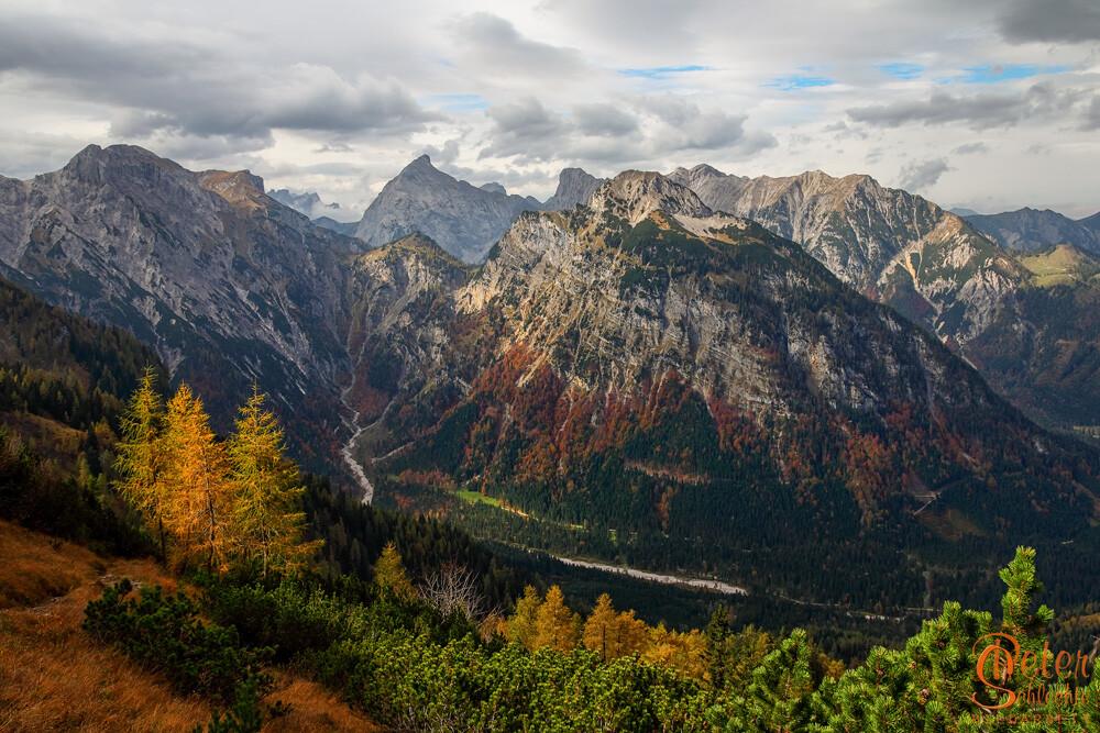 Auf dem Weg zum Bärenkopf mit Blick Richtung Mondscheinspitze und Karwendel.