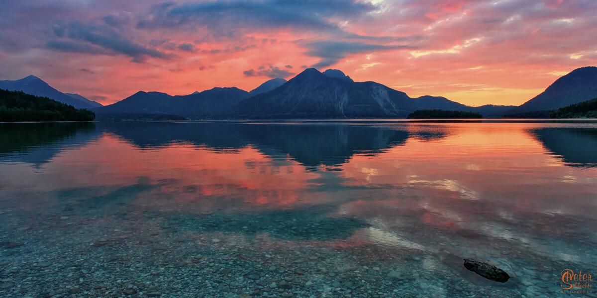 Traumhafter Sonnenuntergang am Walchensee mit Herzogstand.