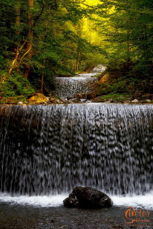 Wasserfall in einem kleinen Bergbach im Allgäu.
