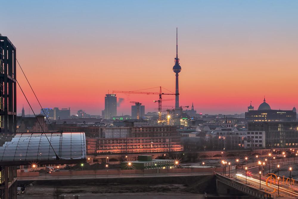 Berlin an einem eiskalten Wintermorgen mit dem Alex in der Mitte.
