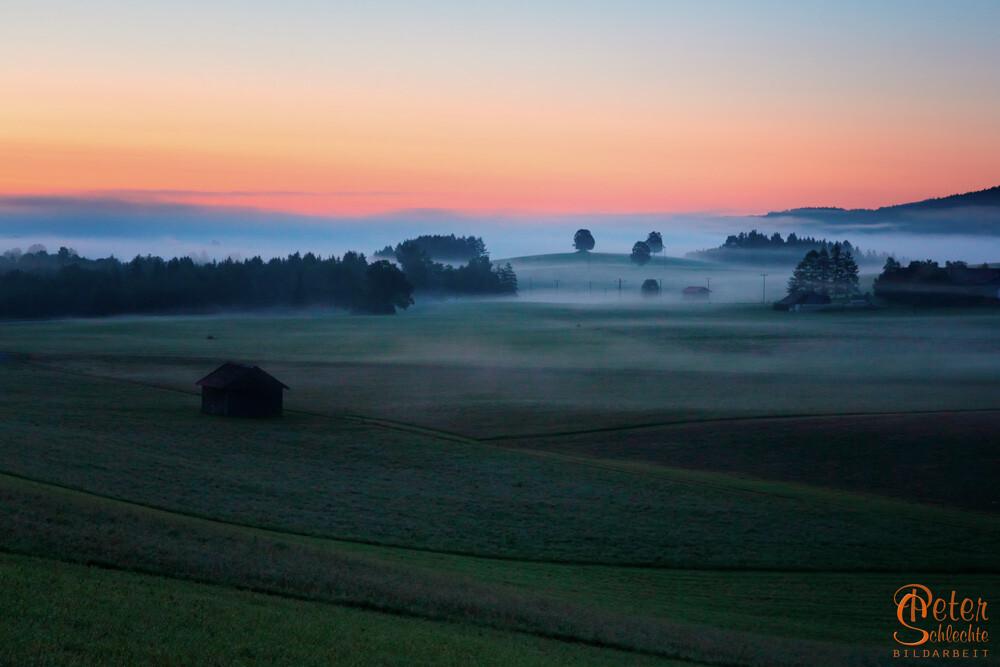 Sonnenaufgang in Bad Tölz, aufgenommen von der Flinthöhe Richtung Waakirchen.