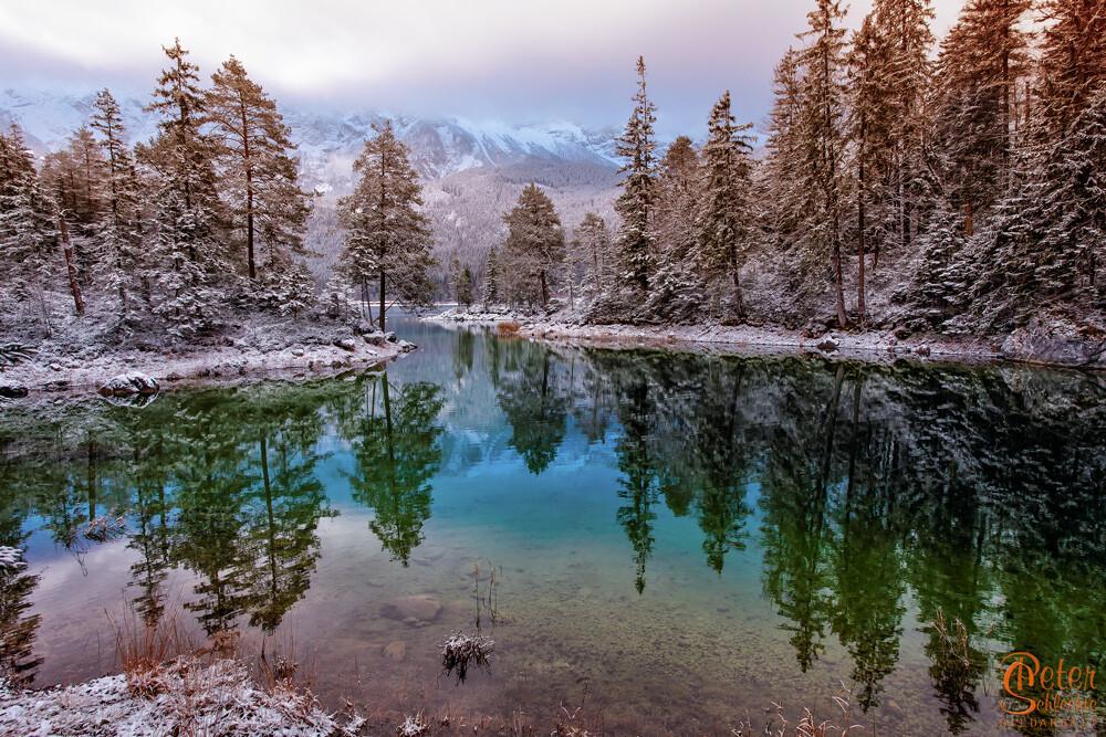 Eibsee bei Garmisch im Winter mit mystischer Stimmung.
