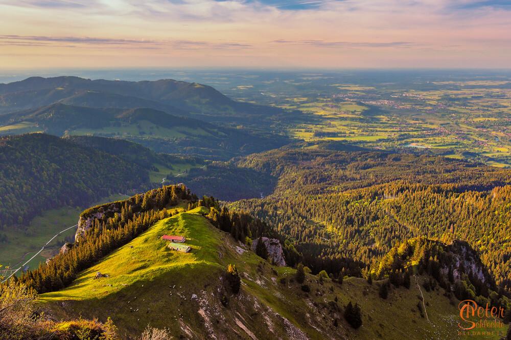 Blick vom Weg zwischen Brauneck und Benediktenwand Richtung Bad Tölz.