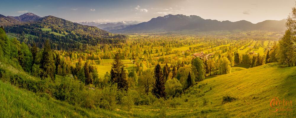 Panorama-Aufnahme über das Isartal von der Sundtraten aus mit Blickrichtung Brauneck.