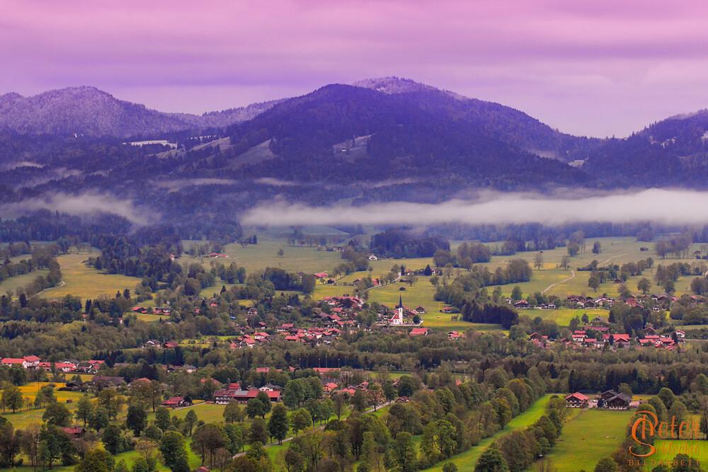 Blick von der Sonntraten nach Arzbach in der Morgendämmerung im Frühling.