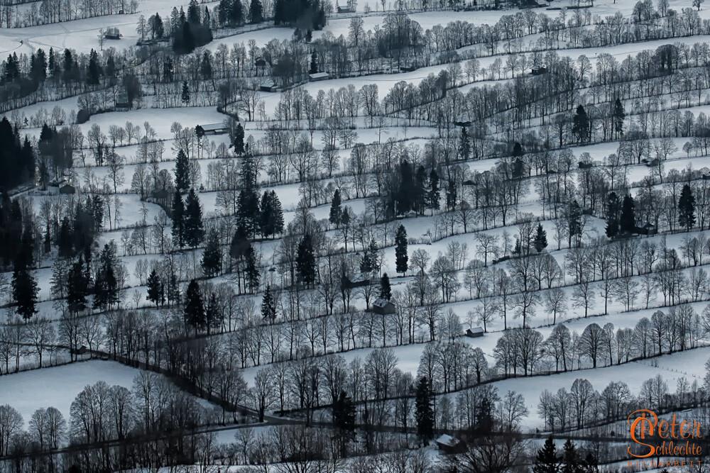 Blick von der Sundtraten in das landwirtschaftlich erschlossene Isartal.