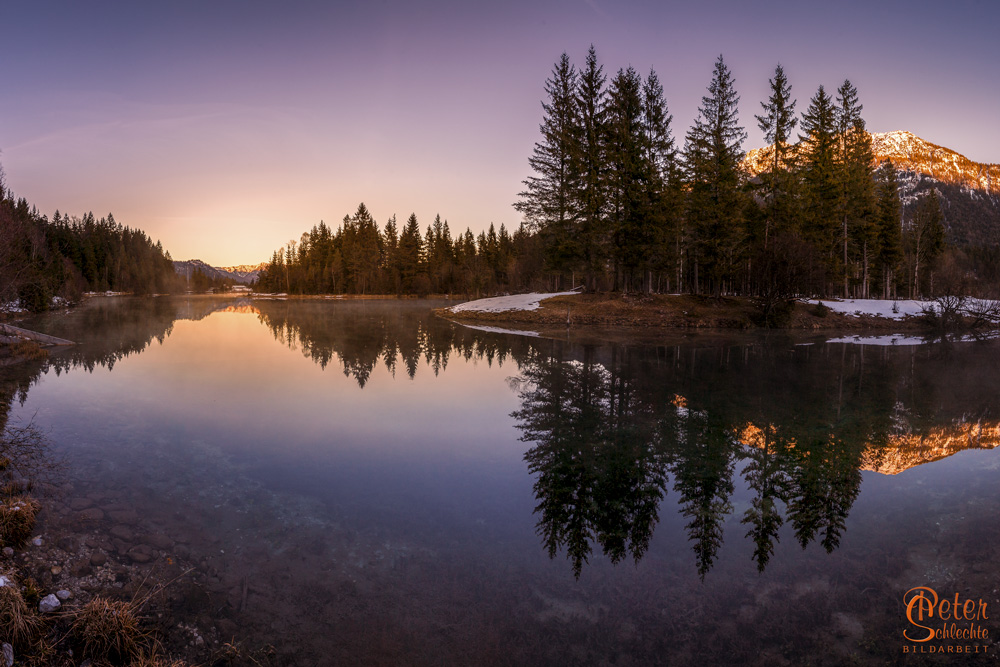 See bei Krün zum Sonnenuntergang mit Blickrichtung Krün.
