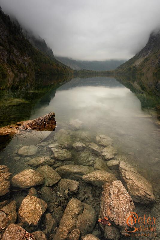 Der Obersee im Herbst im Watzmanngebiet.