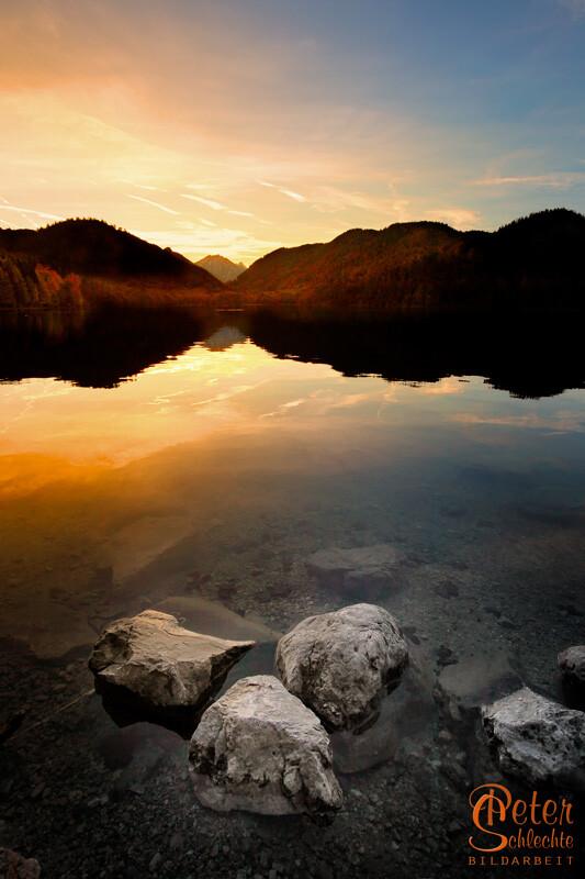 Seealpsee bei Neuschwanstein und Schwangau zum Sonnenuntergang.