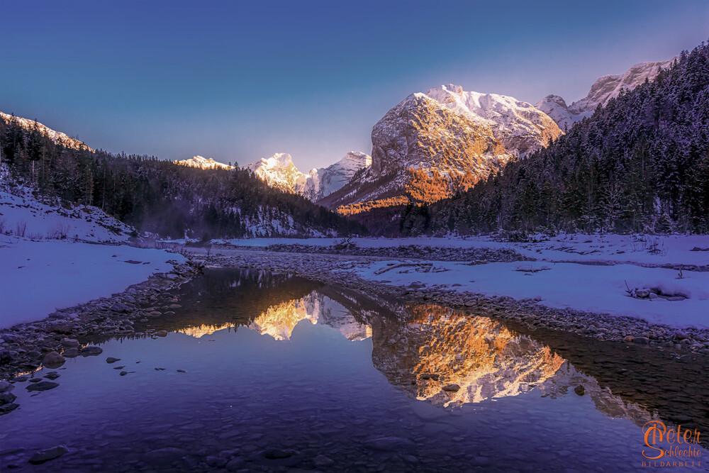 Sonnenaufgang im Rissbachtal im Karwendel.