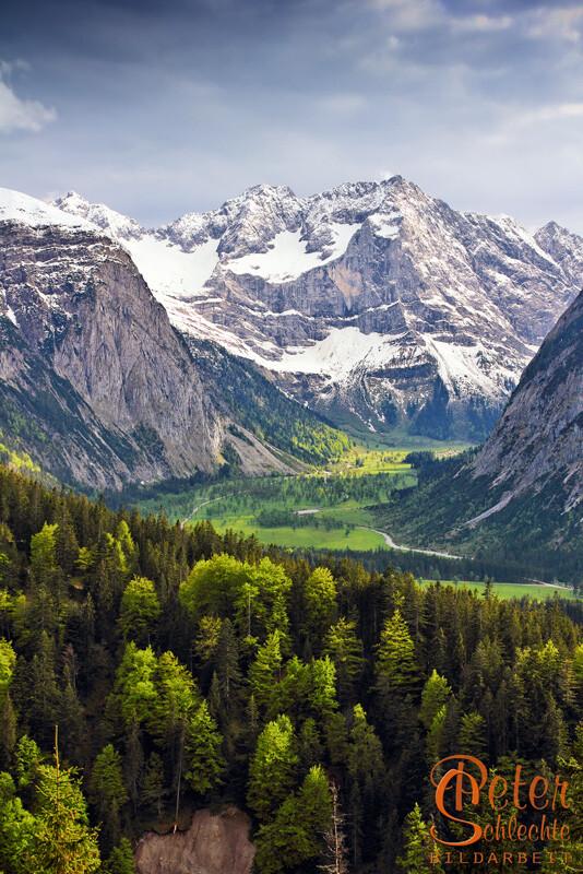 Blick von den Hasentalalmen über den Enger Grund - Großer Ahornboden im Frühling.