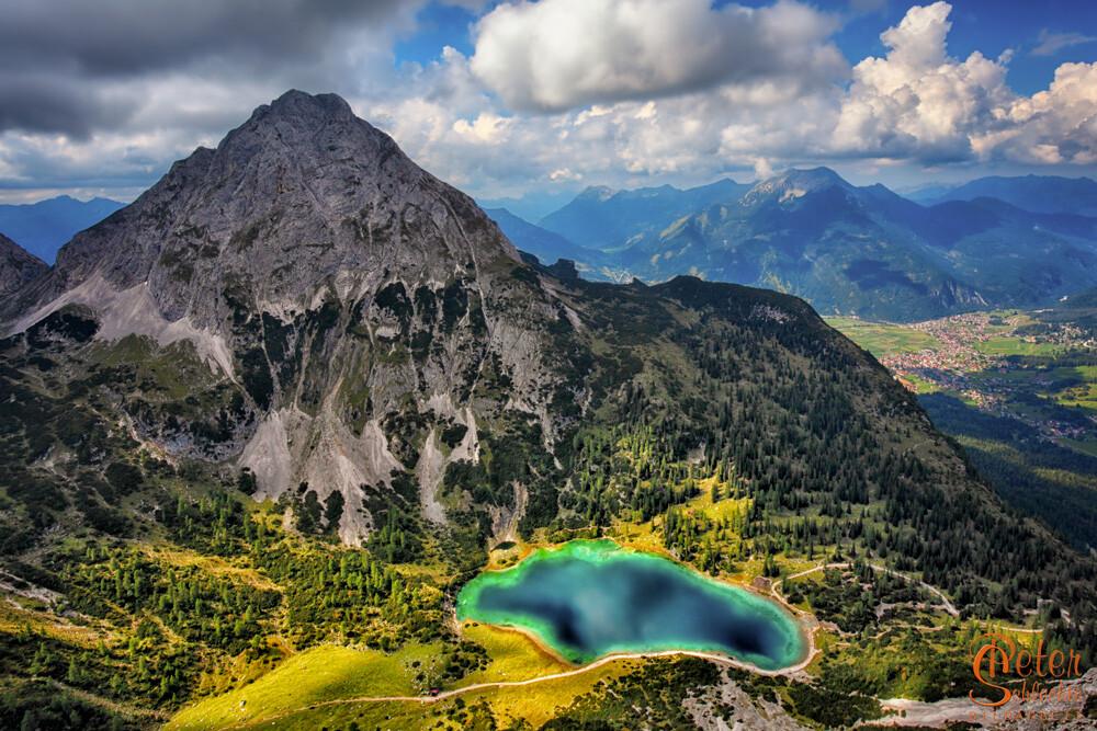 Seebensee und Ehrwalder Sonnenspitze vom Klettersteig Tajakante aus gesehen.