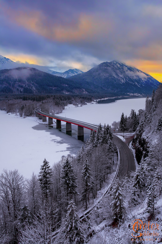 Sylvensteinbrücke im Winter.