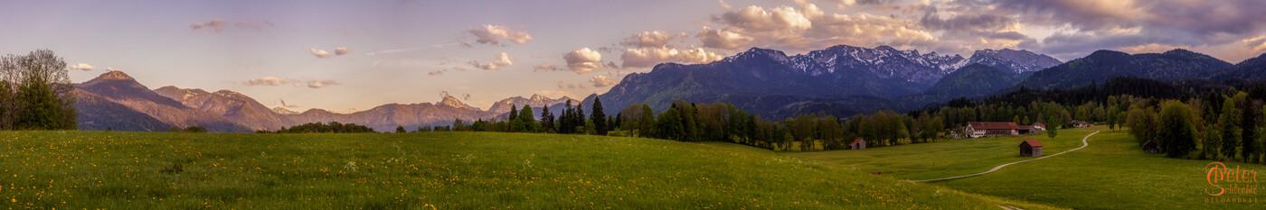 Blick von Wackersberg als Superpanorama Richtung Lenggries, Brauneck und Benewand.