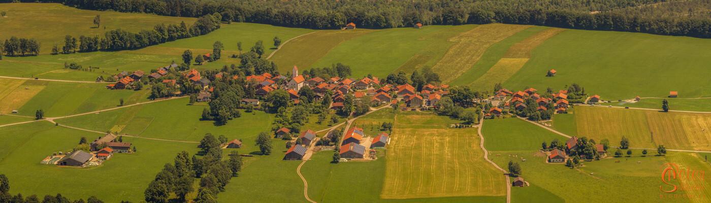 Wackersberg im Sommerlicht vom Blomberg aus gesehen.
