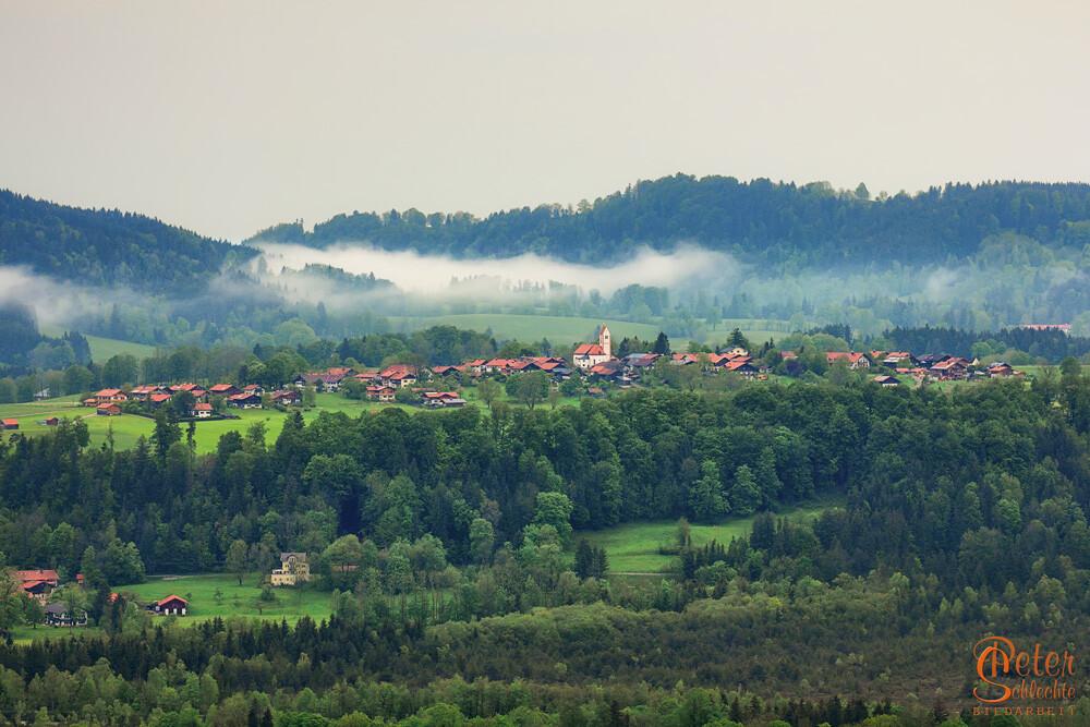 Wackersberg im Isartal morgens von der Sonntraten aus gesehen.