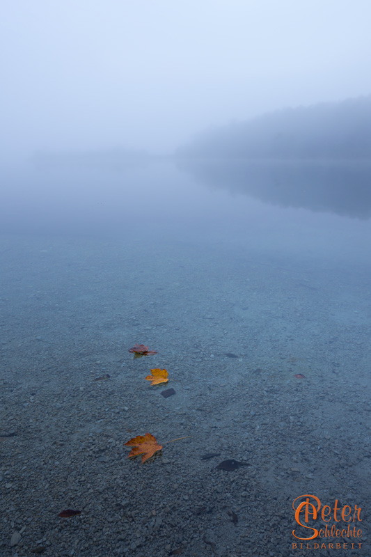 Stille bedeckte den Bergsee.