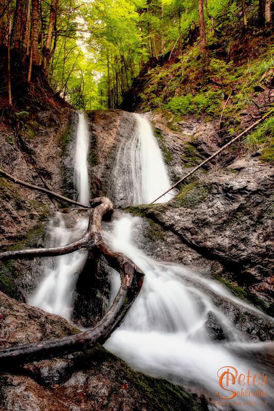Wasserfall in einem Nebental bei Lenggries.