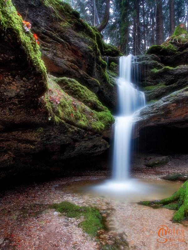 Wasserfall in der Dachshöhle Nähe Wackersberg.