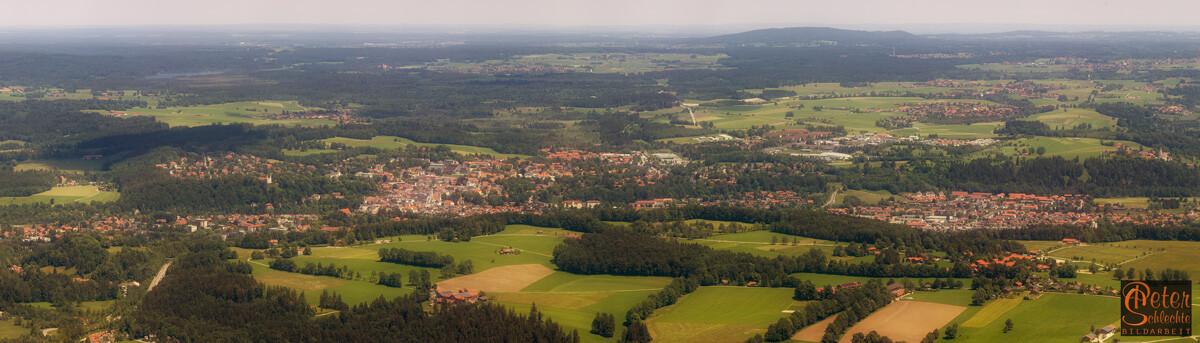 Blick über Bad Tölz vom Blomberg aus in Superpanoramaformat.