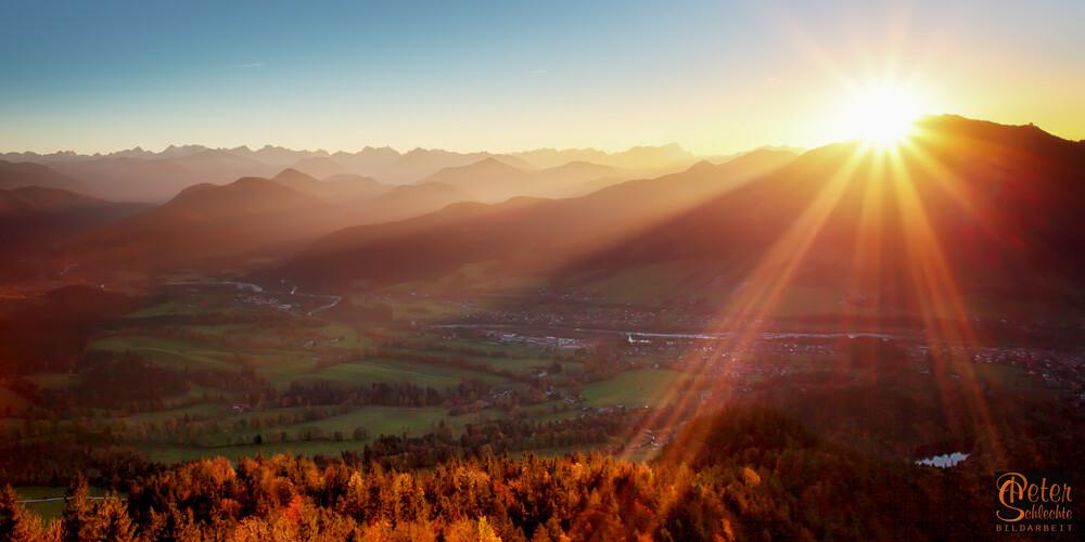 Sonnenuntergang über dem Isartal vom Geierstein aus gesehen.