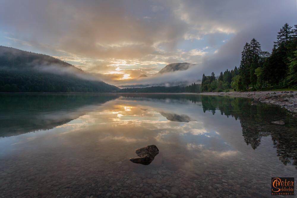 Walchensee zum Sonnenaufgang mit Blickrichtung Jachenau.