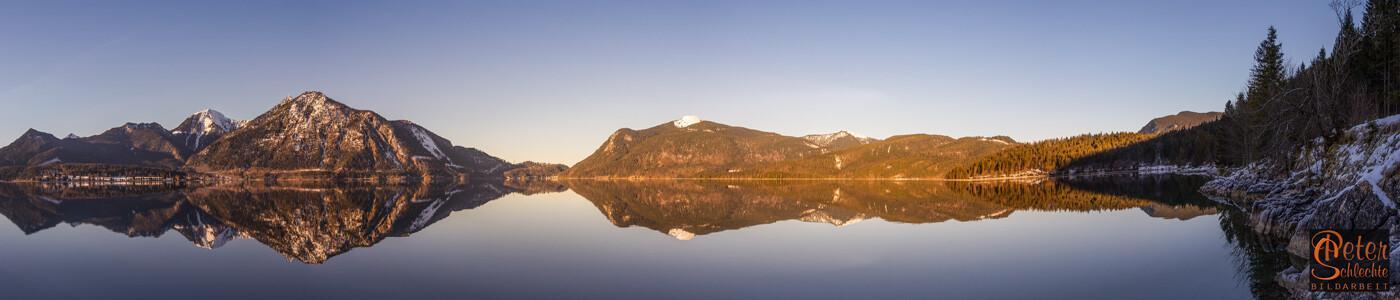 Walchensee im Superpanoramaformat mit Herzogstand und Jochberg.