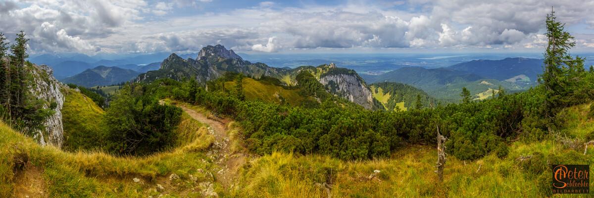 Superpanorama-Aufnahme vom Latschenkopf in Richtung Benediktenwand.