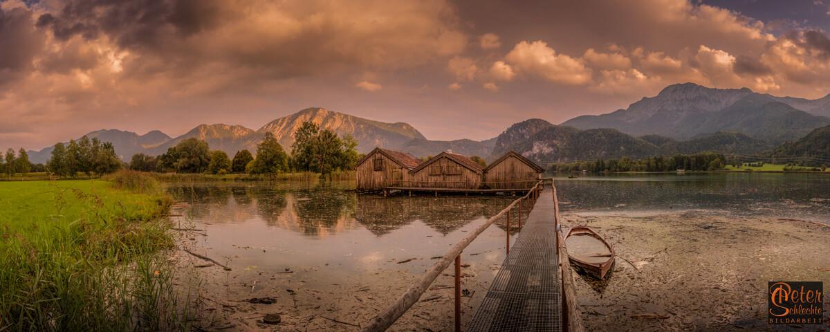 Fischerhütten bei Schlehdorf im Kochelsee als Panoramaformat.