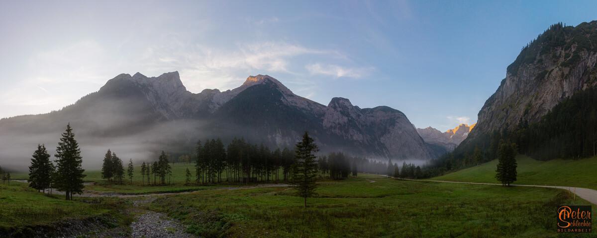 Das Rissbachtal im Morgennebel kurz vor dem Talende.